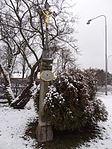 Žďár nad Sázavou - kříž před domem čp. 1093 v Novoměstské ulici (4).JPG