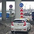 Дорожные знаки под эстакадой возле станции Крюково (cropped).jpg