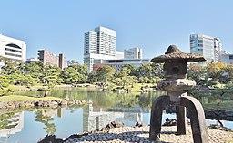 旧芝離宮恩賜庭園 雪見灯籠 - panoramio (14) (2014-11-14 11.36 by Yoshio Kohara)