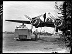 01-00-1949 05754 Vliegtuig tanken (15849193017).jpg