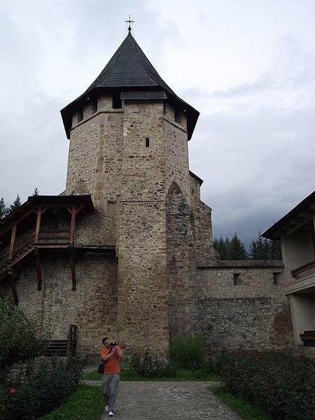 Fișier:06 Turnul Tezaur - Manastirea Putna.jpg