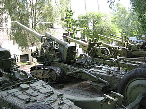 152 mm gun M1935 (Br-2) - Br-2, rear view.