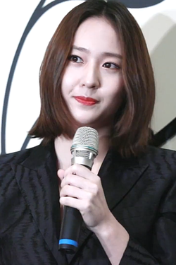 180315 Krystal(크리스탈) @ Givenchy 紀梵希 Event Interview 01.png