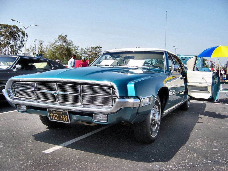 http://upload.wikimedia.org/wikipedia/commons/thumb/f/f6/1969_Blue_Ford_Thunderbird_front_low.jpg/800px-1969_Blue_Ford_Thunderbird_front_low.jpg