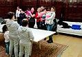 19 niños y niñas reciben los regalos de los Reyes Magos en el Ayuntamiento 01.jpg