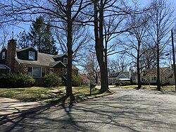 Case lungo Dover Corte nella sezione Fernwood di Ewing, New Jersey