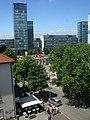 2018-07-12, Abriss der Volksbankzentrale und des Hotels Rheingold in Freiburg. Blick vom Hauptpostgebäude.jpg