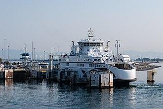 Tsawwassen Ferry Terminal - BC Ferry, Salish Raven, loading passengers and cars at the Tsawwassen Terminal