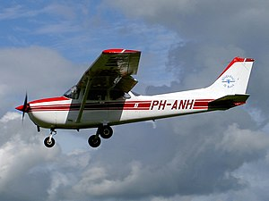 26-09-04 PH-ANH Cessna F172P.JPG