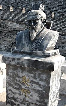 Tượng Triệu Đà tại huyện Chính Định, địa cấp thị Thạch Gia Trang, tỉnh Hà Bắc, Trung Quốc; ảnh: Wikipedia