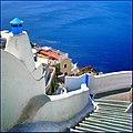 A strapiombo sul mare - Oia , Grecia - panoramio.jpg