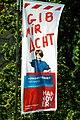 Achtet auf unsere Zukunft GIB MIR ACHT ... HANNOVER, mahnt diese Fahne für Verkehrssicherheit für Kinder in großen Lettern vor dem Neuen Rathaus der niedersächsischen Landeshauptstadt.jpg