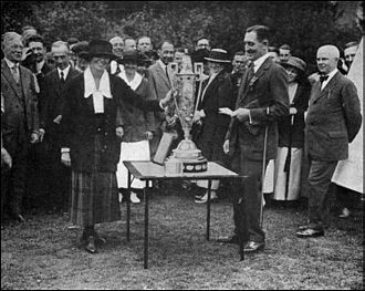 Alexa Stirling - The 1919 Women's Amateur trophy presentation