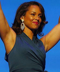 Alicia Keys live Walmart 2 cropped