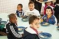 Alimentação na escola (16075806208).jpg