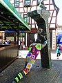 """Alzey - """"Der Denkmalschützer"""" - Bronze-Skulptur des Altstadtvereins Alzey, der sich für die Erhaltung des historischen Stadtbildes einsetzt - panoramio.jpg"""