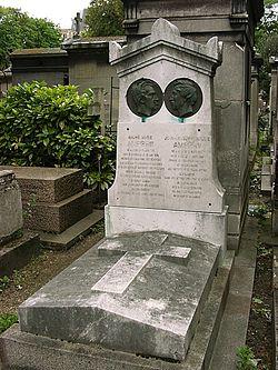 могила fiat на кладбище монмартр