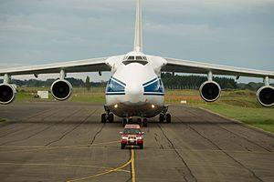 Antonov AN124-100 and 'follow me' vehicle.jpg