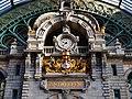 Antwerpen Hauptbahnhof Innen Bahnstiege Uhr 2.jpg
