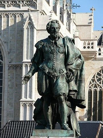 Памятник Рубенсу перед Собором Антверпенской Богоматери
