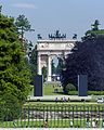 Arco della Pace through Parc Sempione from Piazza del Cannone, Milan.jpg