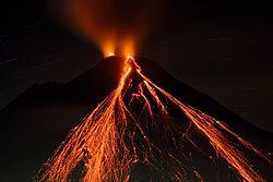 阿雷纳尔火山