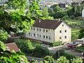 Ausblicke vom Pfarrberg - Blick auf ein Siedlungshaus an der Neueroder Straße - Meinhard-Grebendorf - panoramio.jpg