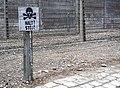Auschwitz Halt Stój.jpg