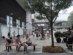 BJ Tour Beijing 北京 三里屯 Sanlitun outdoor square garden visitors Aug-2010.JPG