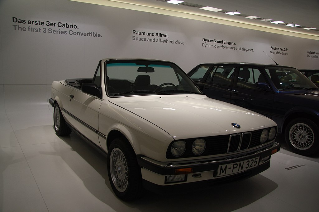 file bmw 325i cabrio in bmw museum in munich bayern jpg. Black Bedroom Furniture Sets. Home Design Ideas