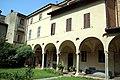 Basilica di Sant'Antonino (Piacenza), chiostro 23.jpg