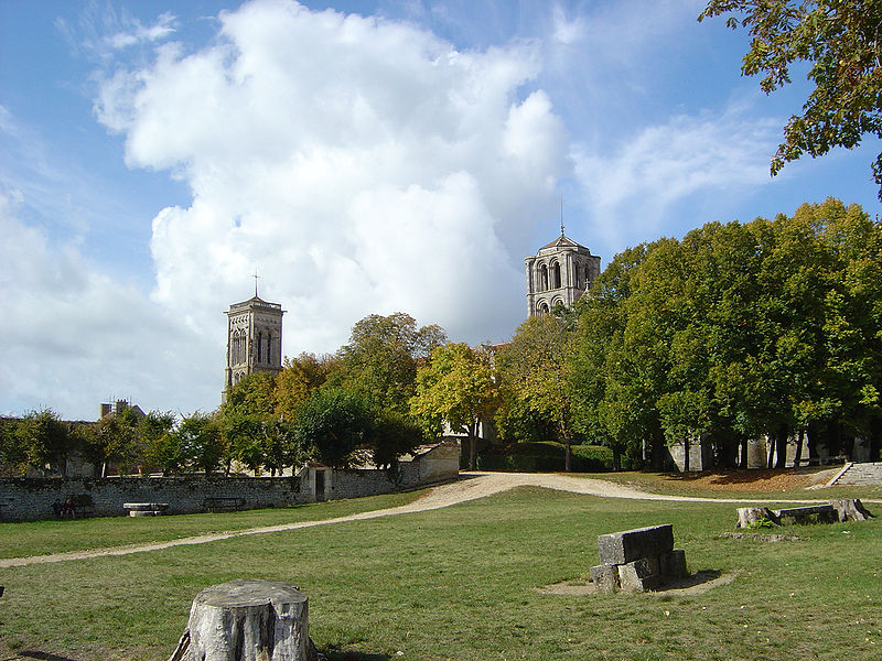 Archivo:Basilique Vézelay park.JPG