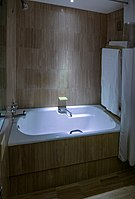 Bathtub, Southern Sun Cape Sun hotel, Cape Town (P1050143-Pano).jpg