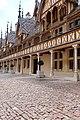 Beaune (21) Hôtel-Dieu - Cour - 04.jpg