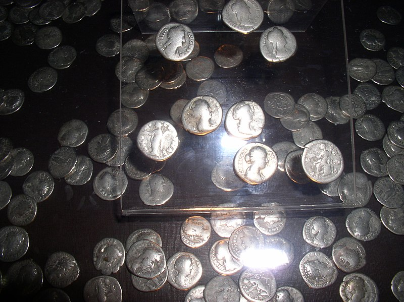 Файл:Belarus-Minsk-National museum of history and culture of Belarus-Roman Coins Treasure-2.jpg