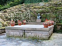 Benešova vila - hrobka.jpg