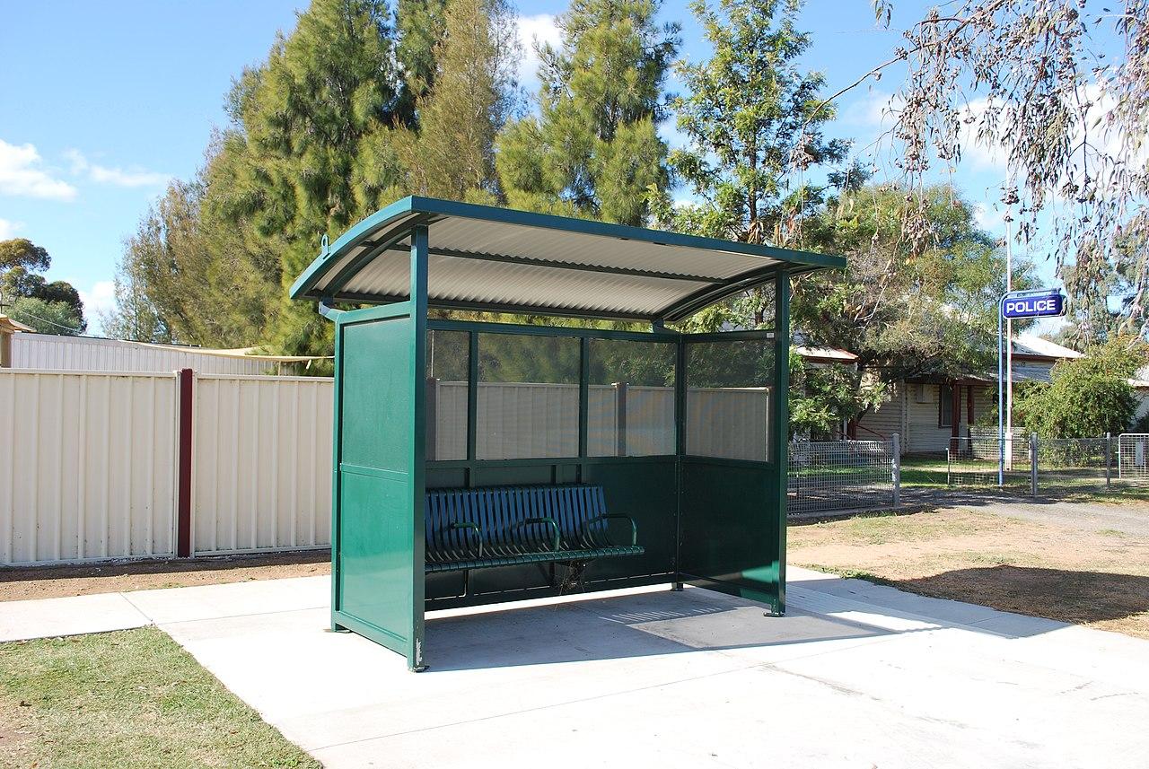 File Berrigan Bus Stop Shelter Jpg Wikimedia Commons