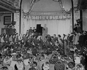 1944 in music - Singer Bing Crosby performing in London, 1944