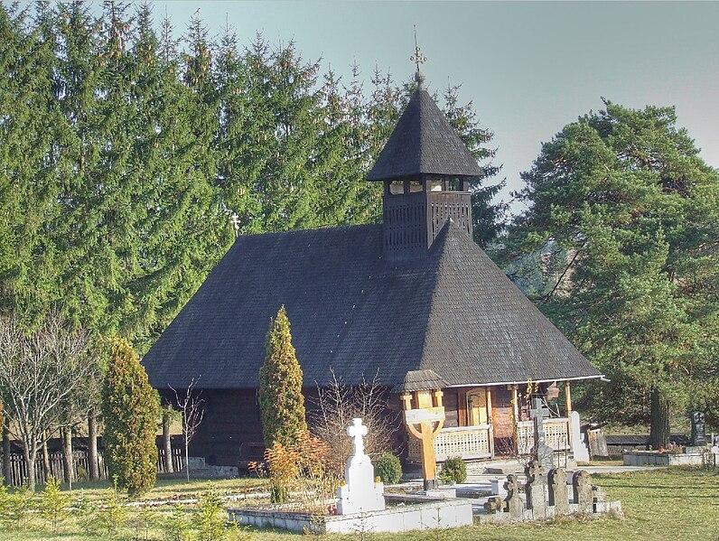 File:Biserica de lemn din Toplita1.jpg