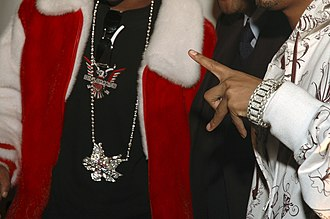 Hip hop fashion - Bling-bling jewelry worn by Jim Jones and Juelz Santana of Dipset