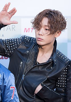 Bobby - 2016 Gaon Chart K-pop Awards red carpet.jpg