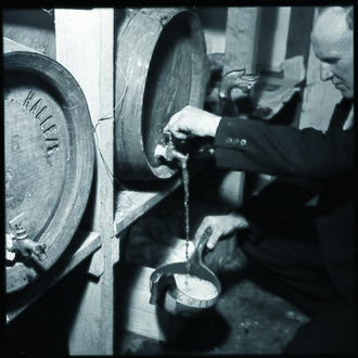 Beer in Norway - There is a wedding in Hardanger and brewhouse ale is filled in a traditional drinking bowl. Photo:National Archives of Norway, 1954
