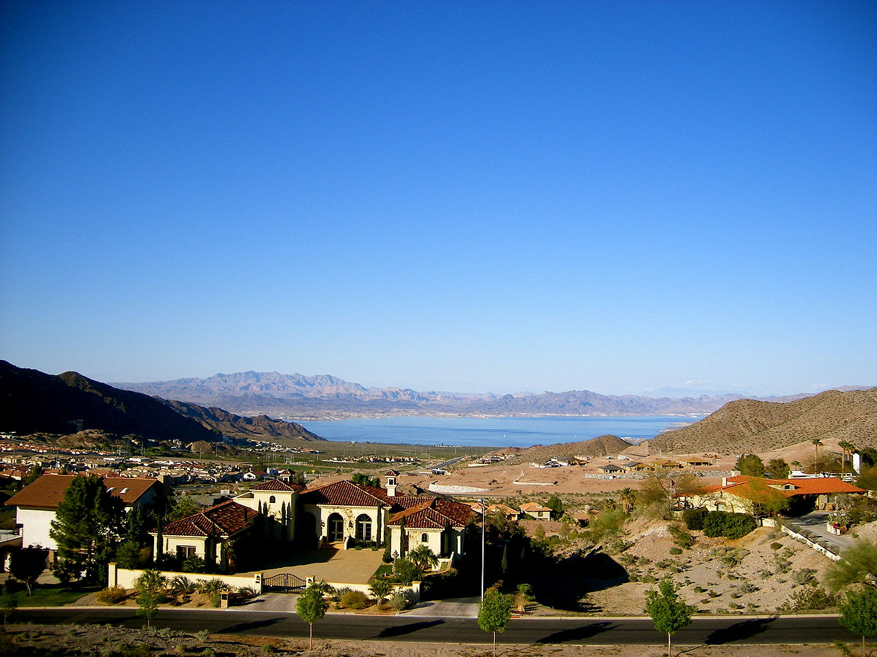 Lake Link Wi >> File:Boulder City, View of Lake Mead.jpg - Wikimedia Commons