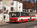 Brno, Mendlovo náměstí, zastávka u kláštera, Karosa B 741 č. 2301 (01).jpg