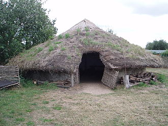 Cultural heritage management - A reconstruction of a Bronze Age dwelling at Flag Fen