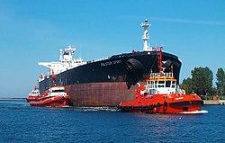 Brosen tugboats tanker.jpg