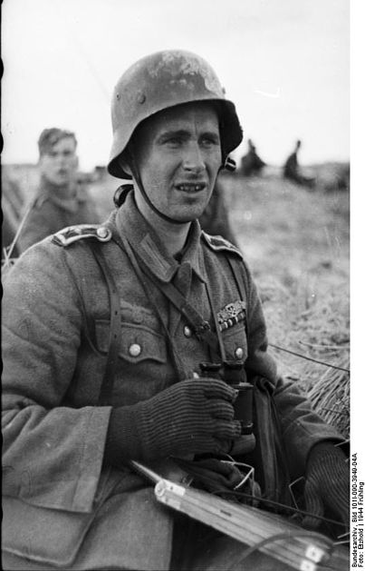 File Bundesarchiv Bild 101i 090 3949 04a Russland Soldat