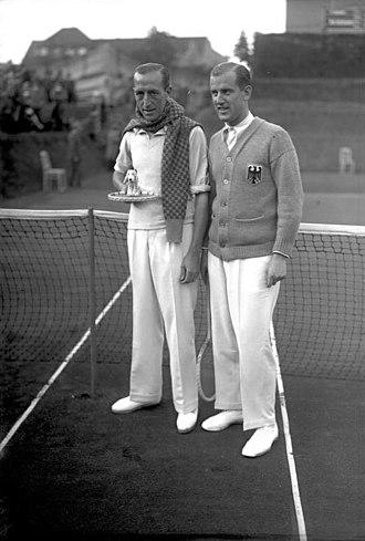 Eduardo Flaquer - Flaquer (left) with German tennis player Hans Moldenhauer, 1928 Davis Cup match