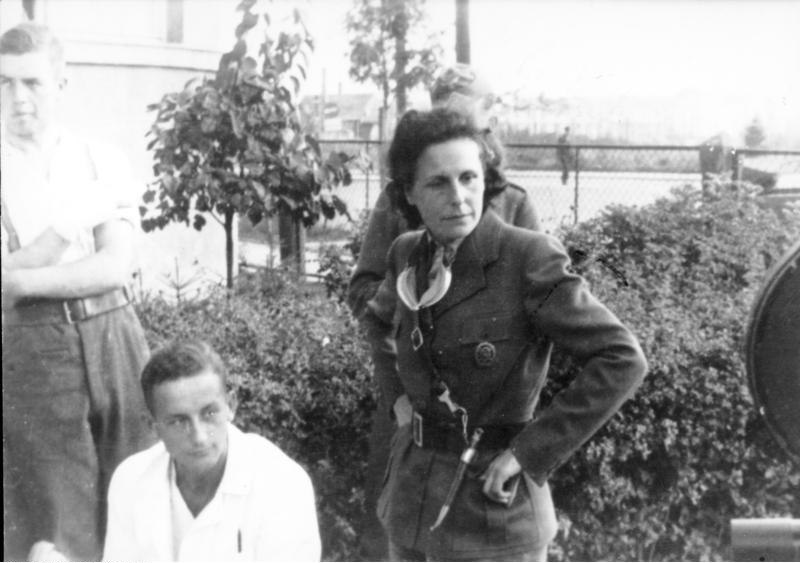 Bundesarchiv Bild 146-2004-0021, Polen, Truppenbesuch von Leni Riefenstahl