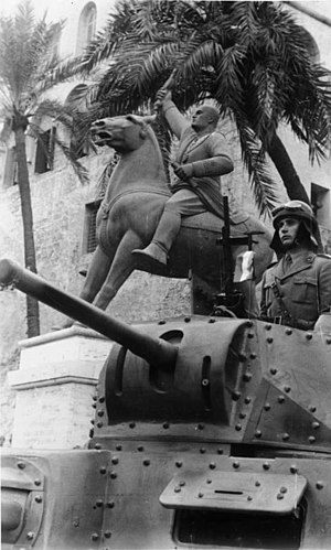 Propaganda of Fascist Italy - Statue of Mussolini